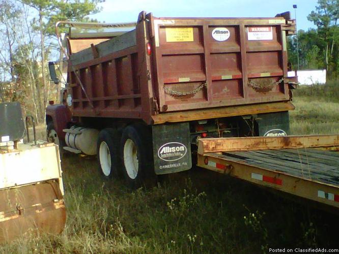 1995 Ford 9000 tandum axel Dump Truck - Price: $15,900