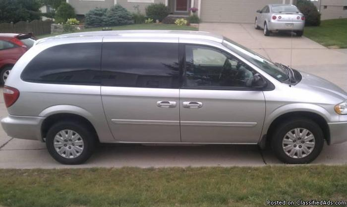 2005 Chrysler Town and Country - Price: $8500