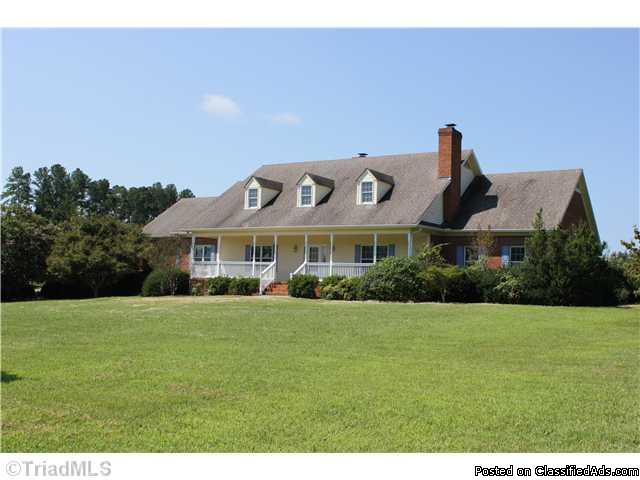 An Equestrian Lovers Dream in Lewisville NC! Incredible Home, Almost 9 Acres & 3-Stall Morton Barn. A MUST SEE!!! - Price: 549000