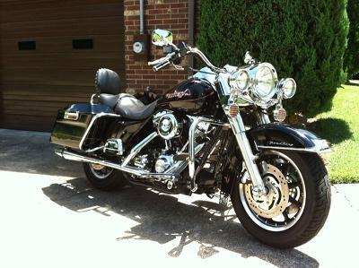 Black 2002 Road King 1900 cc engine