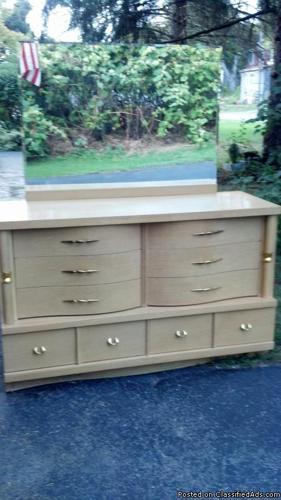 Blonde Mid Century Modern Dresser - Price: 150.