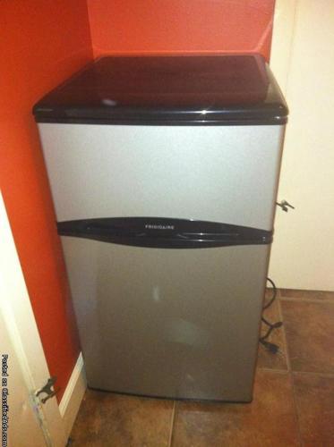 Dorm size fridge - Price: $100.00