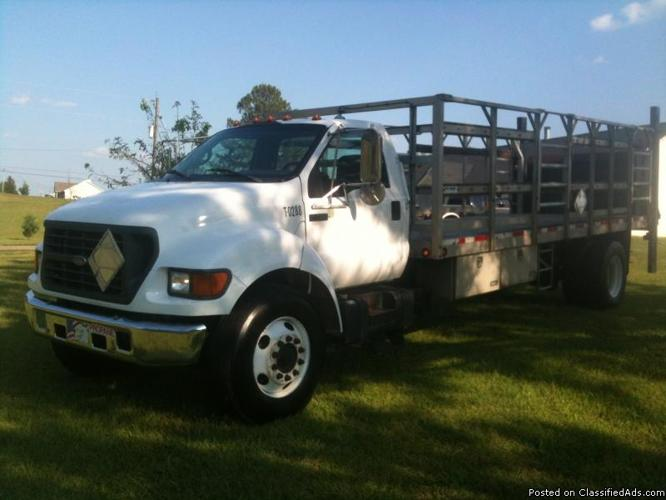 Ford 750 straight truck w/liftgate only 209,000 miles - Price: 15,000