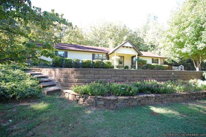 Home for sale by Owner, 2.17ac in Conway city limits.