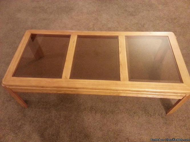 Moving Sale - Nice coffee Table - (Davenport, IA) - Price: $99