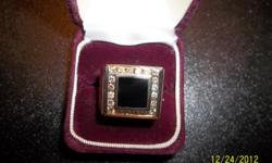 14 KT YELLOW GOLD APPROX SIZE 10 1.30 CT Diamonds Square Onyx