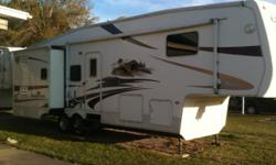 2006 Cedar Creek 5TH Wheel, Triple Slide, King Bed, Rear Living with Picture Window,  2 Lazyboy Rocker Recliners, 50 amp Washer and Dryer Prep, Rain sensor vents, Ceiling fan, 18 ft Awning, Table and Chairs, Rear Tow Hitch, Electric Dump