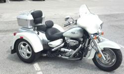 This one comes loaded with JBL stereo, manual cruise, floorboards, manual cruise, driver backrest, Mustang seat, parking brake, trailer hitch, locking storage, original owners manual, and extra set of keys! With only 19,497 original miles, this trike is
