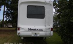 37 foot montana 4 slides 2006 model 2 ac washer/dryer vac. system include hitch 4 new tires. can be seem on Lake erling in Ar.