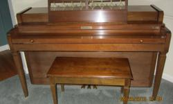 Baldwinspinet pianowith bench. Great condition. Wonderful starter piano.