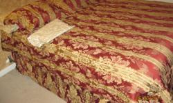Includes: 01 bed skirt 01 elastic sheet 01 regulat sheet 2 pillowcases 2 shams 01 comforter Great shape. PEt and smoke free house. All $50.00 or best offer. CASH ONLY contact: gi_fofa@hotmail.com
