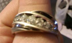 14K WHITE GOLD 1CTW DIAMOND (7 DIAMONDS EMBEDDED) SIZE 10.5 WITH LIFETIME WARRANTY CAN GET RESIZED... you can contact me at my email also melyndalow@hotmail.com