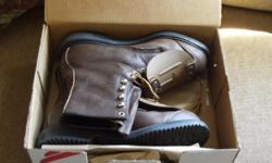 These boots are brand new in the box andworn maybe once. They are electrical rated, external metatarsals, in size 10D. See photos for style. Please e-mail me or call me if interested and leave a message and I will return your