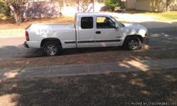 Estoy vendiento mi truck chevi 2001 V8 motor 5.3 con 171,000 miles solo trae x erreglar minimos detalles, trae la luz del service engine prendida...titulo limpio...para mas informacion llamar al () ...