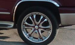 22 inch chrome truck/suv rims with paintable inserts..locks included.