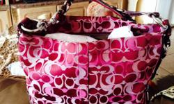 Beautiful coach handbag!! excellent condition!!! med/lg bag...pls if interested contact Brooklyn at 9546321210. Thank You