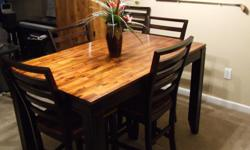Bar height dining table w/6 chairs. Like new condition.
