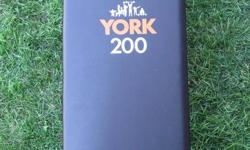 A York 200 slant board / sit up bench In good condition.