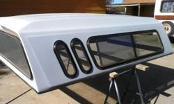 White Camper Shell For Long Bed Chevy Or G M C Pickup, No Broken Glass , No Breaks On The Shell.... (Frist $200.00 Takes It)