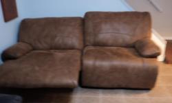 FRANKLIN FURNITURE NEW CONTACT ME:561 558 2700 AUTO POWERED RECLINING LOVESEAT PURCHASE PRICE$1,900.00 SELLING FOR ONLY! $250.00 ITS IN BRAND NEW CONDITION