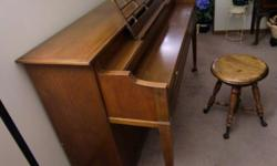 This is a vintage spinet Kimball piano in good condition.  It needs tuned, the cabinate is in good condition.  This piano plays nicely and would be great for someone who is learning how to play piano.    My daughter is graduating from