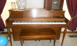 Small spinet piano in good condition.