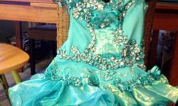 Beautiful Little girl's teal pageant dress in great condition. Size 5.