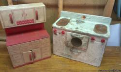 1940-50s oven and kitchen Call or text ,cash only u pick up