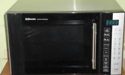 Microwave 1000 watt Emerson, black front w/stainless steel sides excellent condition hardly used