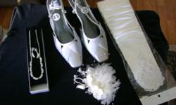 MONIQUE LOU, WEDDING GOWN NEVER BEEN USED TAG STILL ON, SIZE 8-1/2 SILVER SHOE NEVER BEEN USED, SILVER CHAIN SET NEVER BEEN USED HEAD PEACE AND GLOVE NEVER BEEN USED ALL GOES WITH THE WEDDING DRESS. YEAR AGO IT COST ME $1200. calling price $250.00