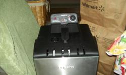 this is a brand new presto deep fryer it has 2 baskets
