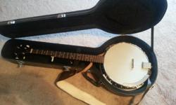 This is a nice banjo, new in January of this year. You get the banjo, nice padded hard case, eletronic metrodone, and a large assortment of picks.  location Joplin Mo. You can see it on the 13th and 14th, then not until the 21st or 22nd of nov. I